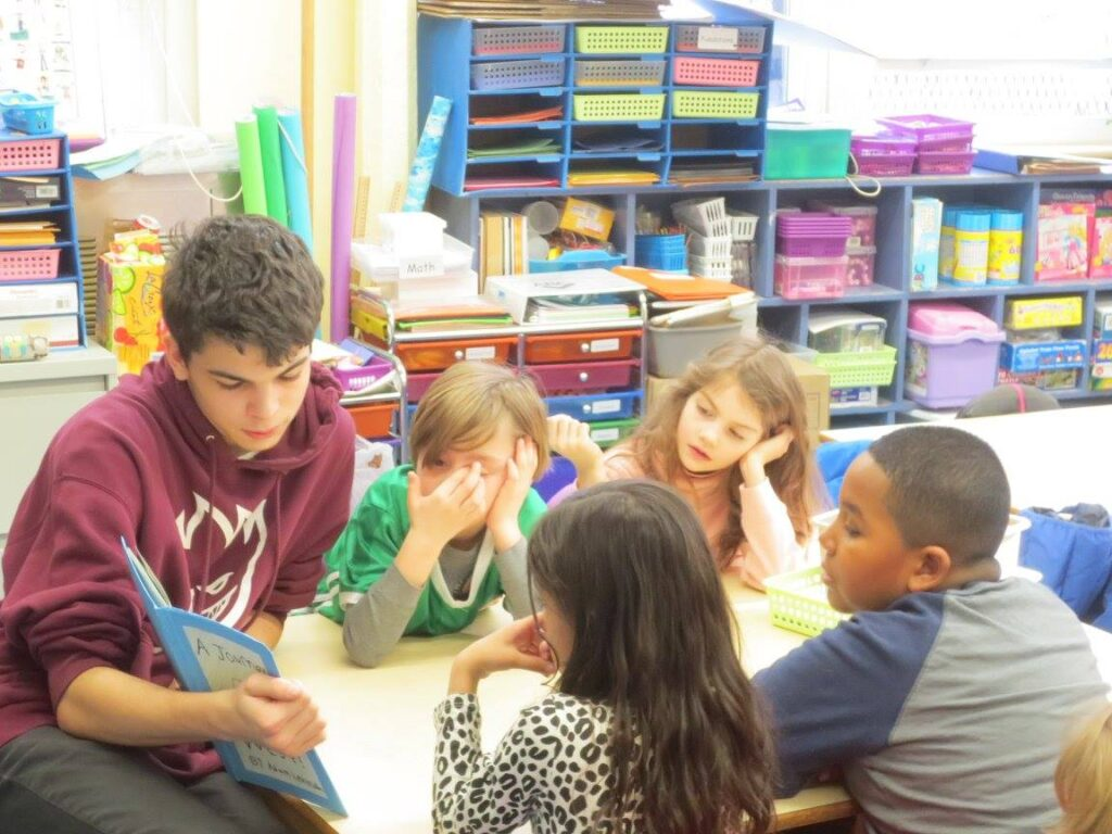 iSchool student reading to kids